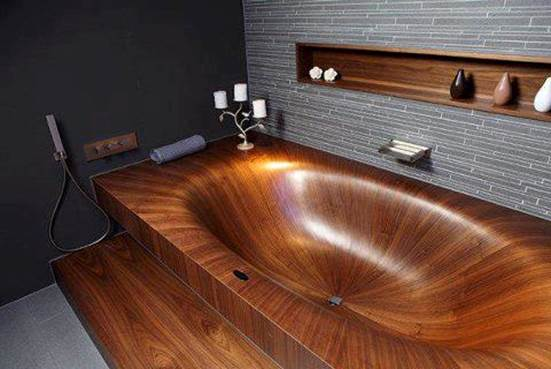 Un chef-d'œuvre fait en bois, incroyable conception de la baignoire...